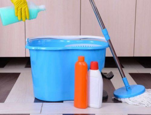 Como utilizar o mop pó, mop líquido e enceradeira industrial para limpar pisos frios.